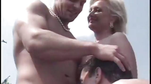 Algerienne trompe son mari en sucant dans sa voiture - 2 part 5