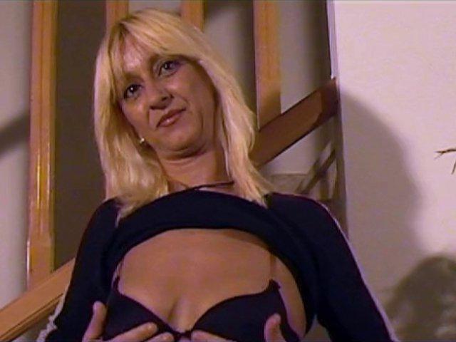 une maman espagnole se lance dans le porno amateur