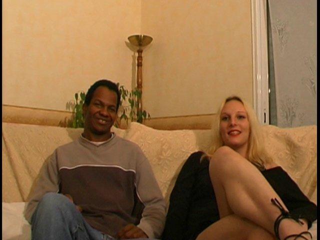 amatrice blonde prise par le cul par un copain noir