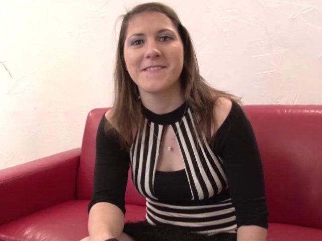 video d'une jeune cochonne française gourmande de sperme!