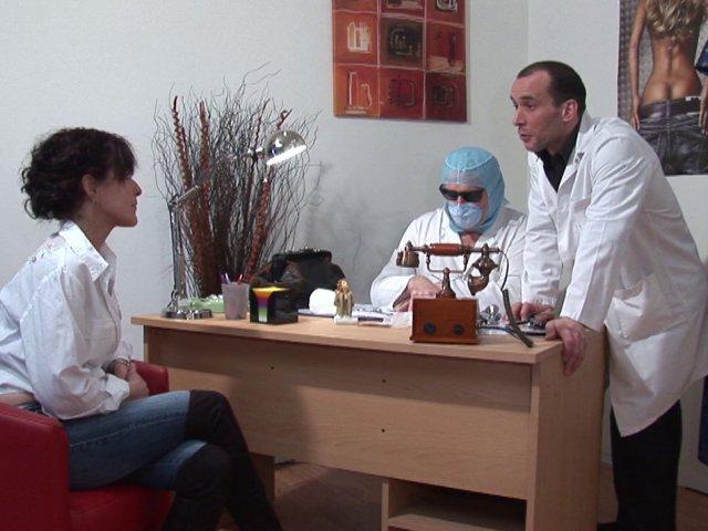 salope mature defoncée par son gynecologue