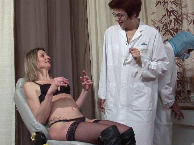 cette femme fontaine se fait dilater la chatte par son gynecologue