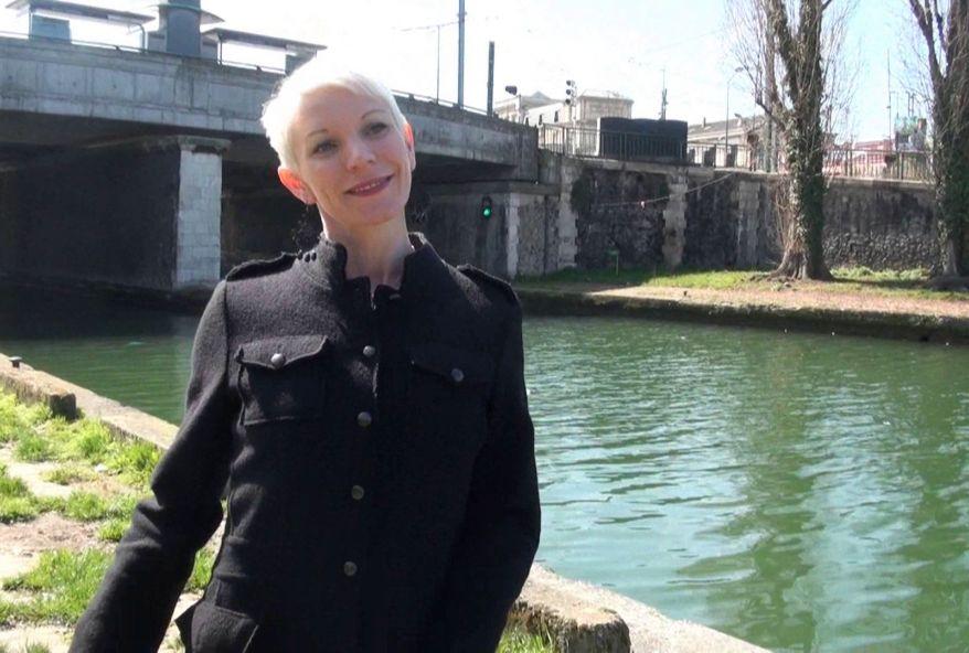 jolie blonde bossant à Saint-Denis cherche du sexe