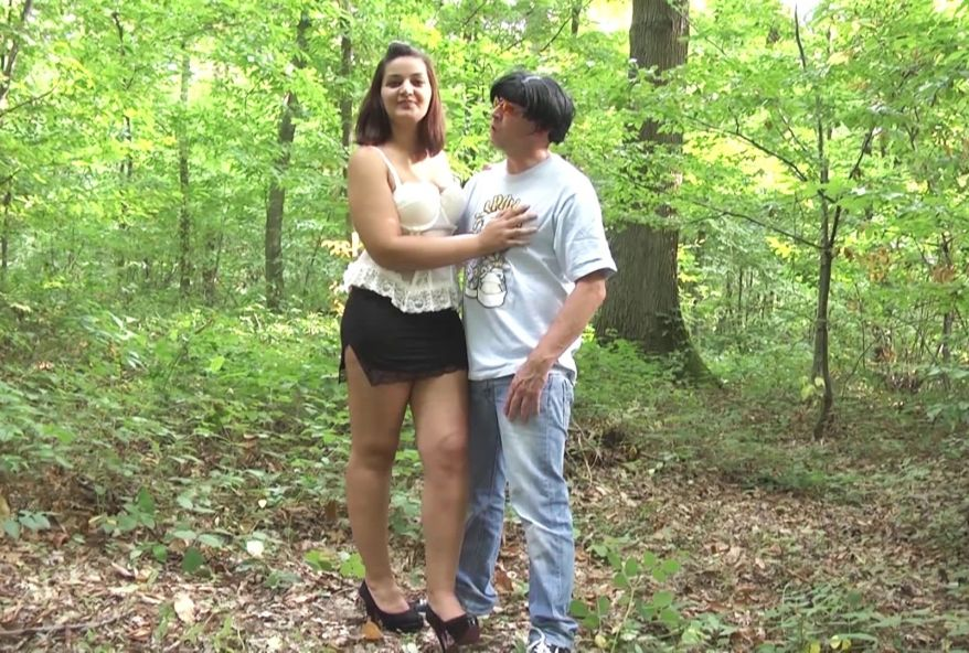 jeune beurette infidèle baisée dans les bois