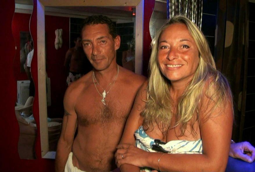 soirée cochonne dans un sauna libertin pour ce couple coquin