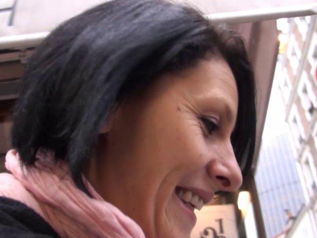 femme mature baiser apre son boulot avant de rentrer chez elle