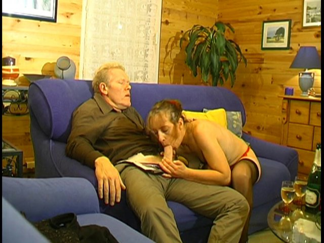 une femme mariée doit aimer sucer son mari