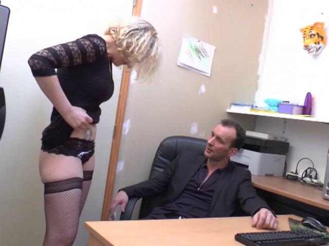 un patron baise sa jolie secretaire