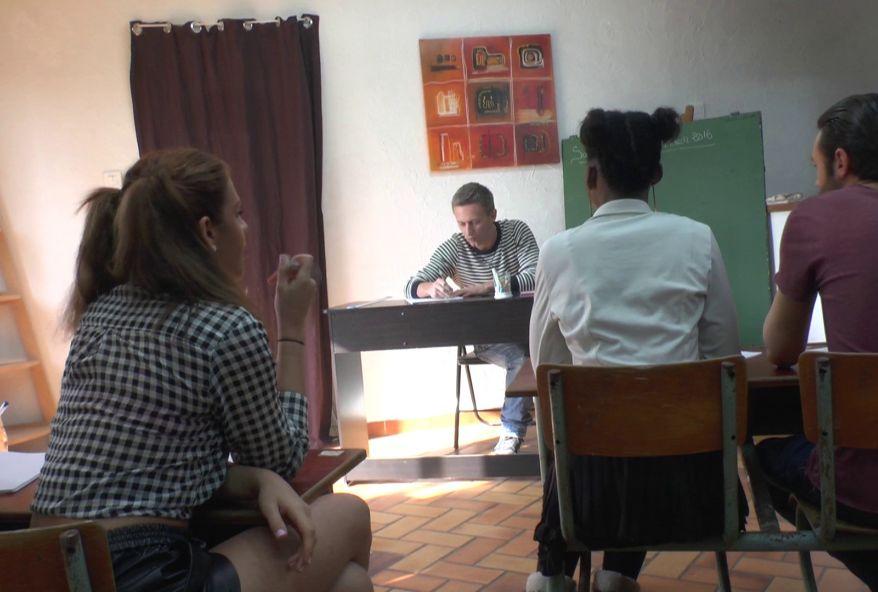 trio tres sexe en salle de classe