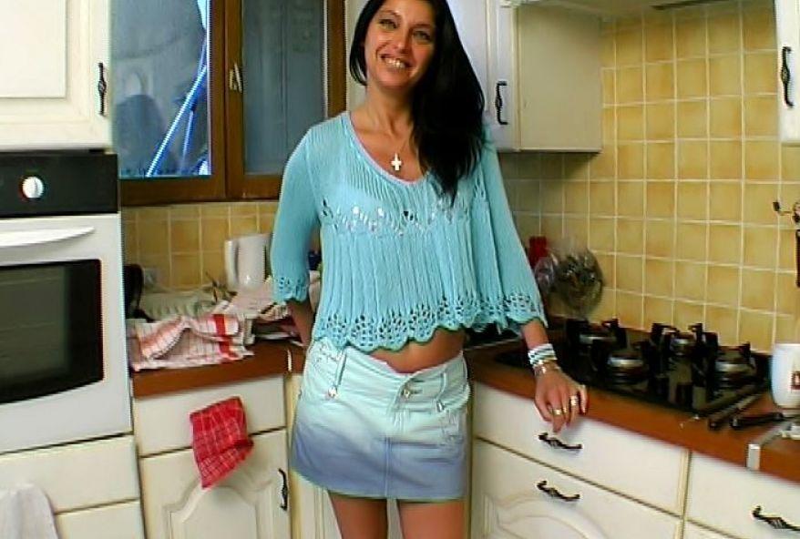 femme infidèle sodomisée dans sa cuisine