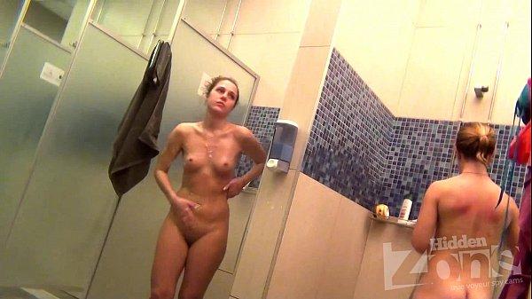 voyeurisme dans les douches de femmes d'une salle de sport