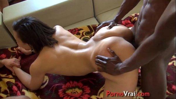 femme amriée arabe se fait sodomiser par son amant black