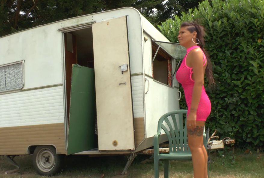 prendre par le cul une amatrice dans une caravane contre quelques euros