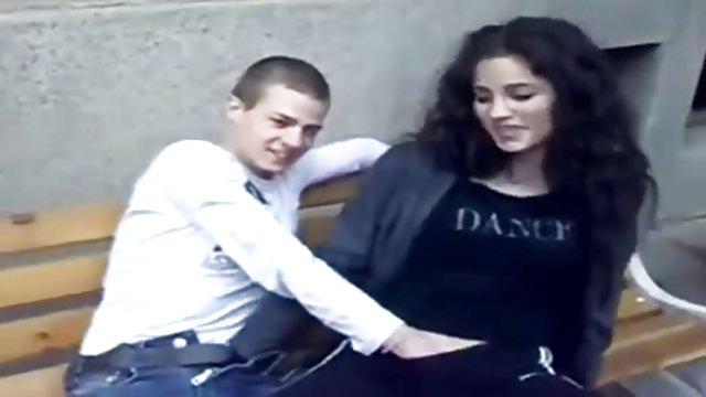 doigter sa copine en public