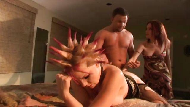 surprendre son mari entrain de baiser sa maitresse à la maison
