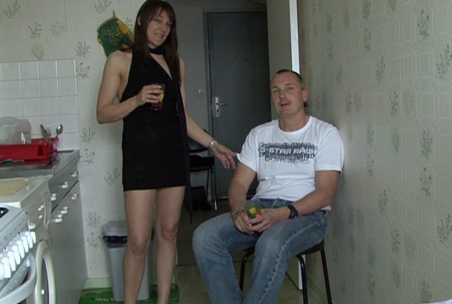 bander en regardant sa femme se faire defoncer le cul par son amant