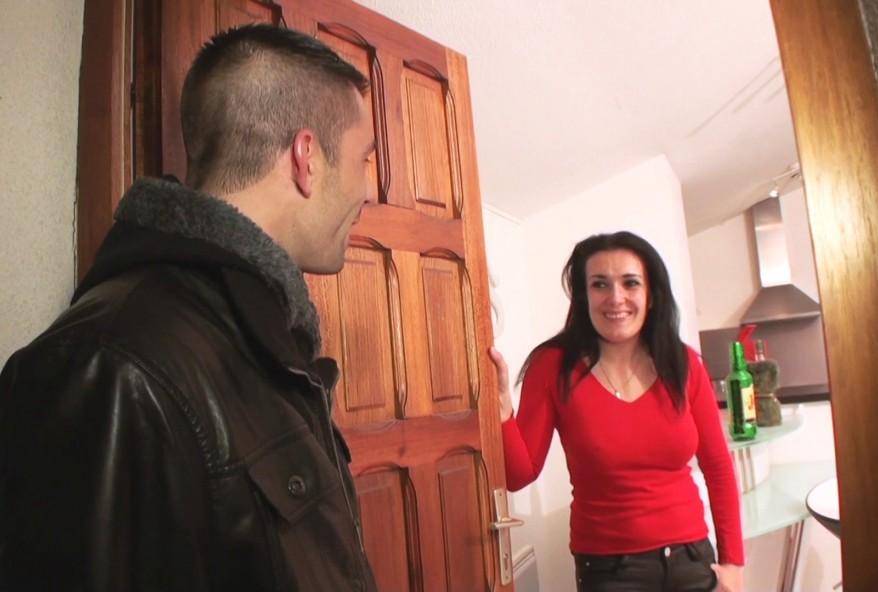 brune libertine de Sisteron sodomisée chez elle