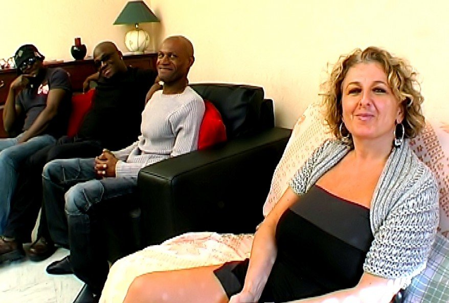 maman chaudasse defoncée par un groupe de noirs