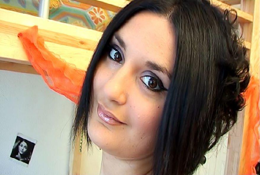 jolie brune de toulouse enculée chez elle
