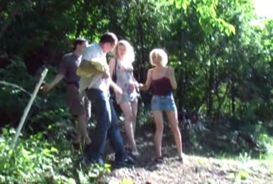 échange de femme dans les bois