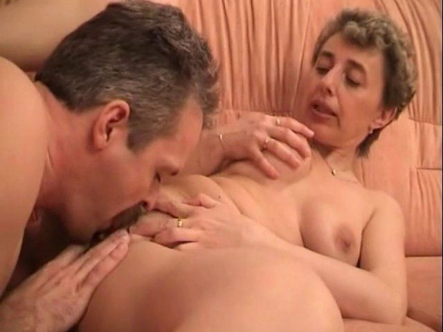 couple mature se sucent mutuellement
