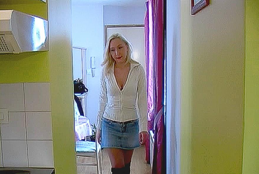voisine coquine baisée dans son appartement