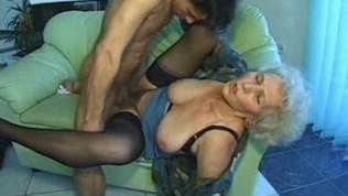 vieille cochone mature baisée par son mari