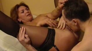 cougar sexy et salope baisée par un jeune de 19 ans