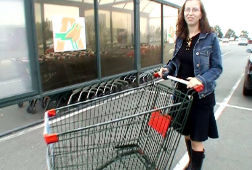 amatrice poilue baisée sur le parking du supermarché