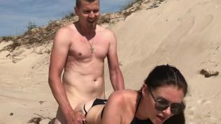 sexe au soleil sur la plage en ce debut d'été