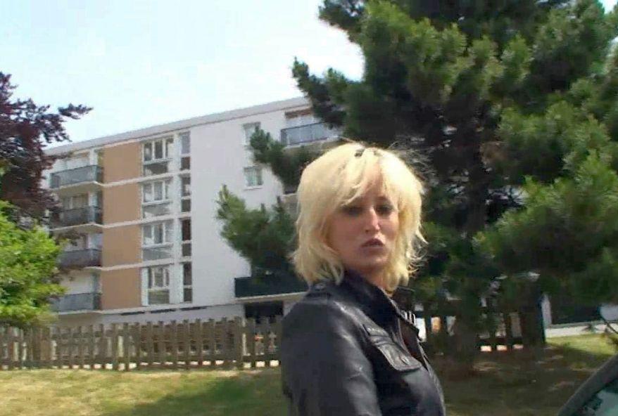 jolie femme suisse enculée par deux baiseurs français
