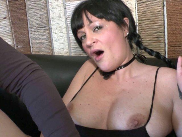 video d'une une milf gothique aorant le sexe