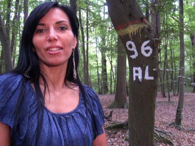 Promenade coquine dans les bois cet apres-midi