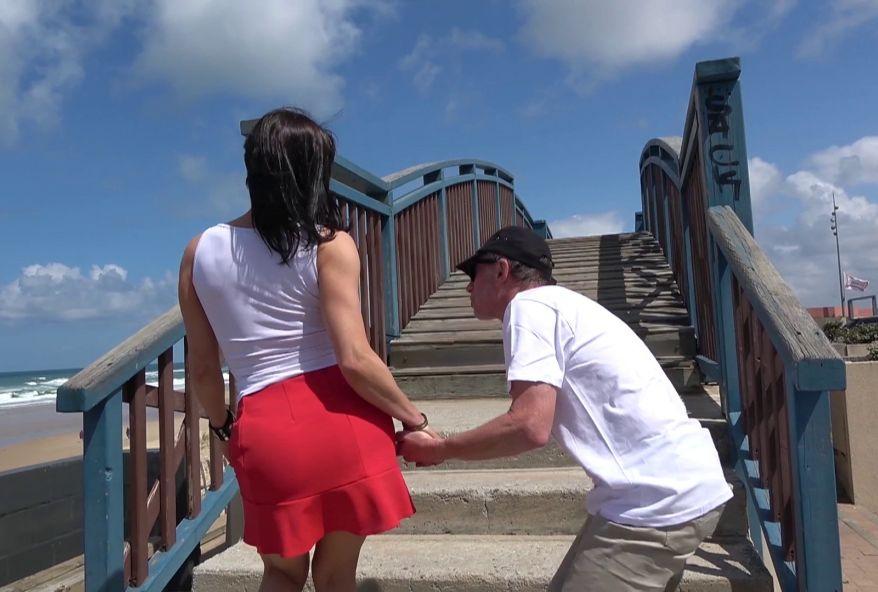 baiser une amatrice sur une plage à Lacanau cet été