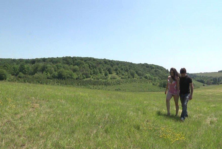 Sexe en plein air dans la campagne Lilloise