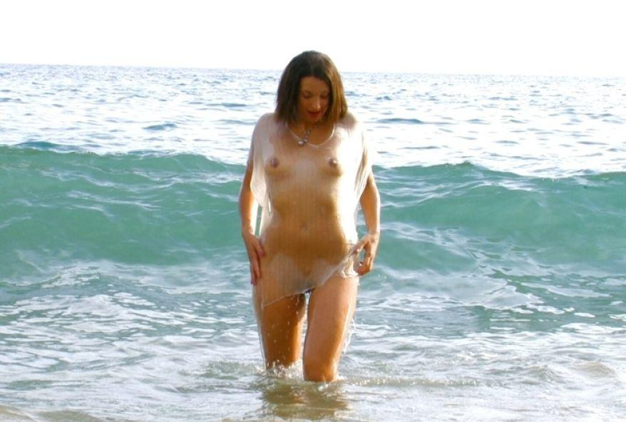 beurette nue sur une plage espagnole