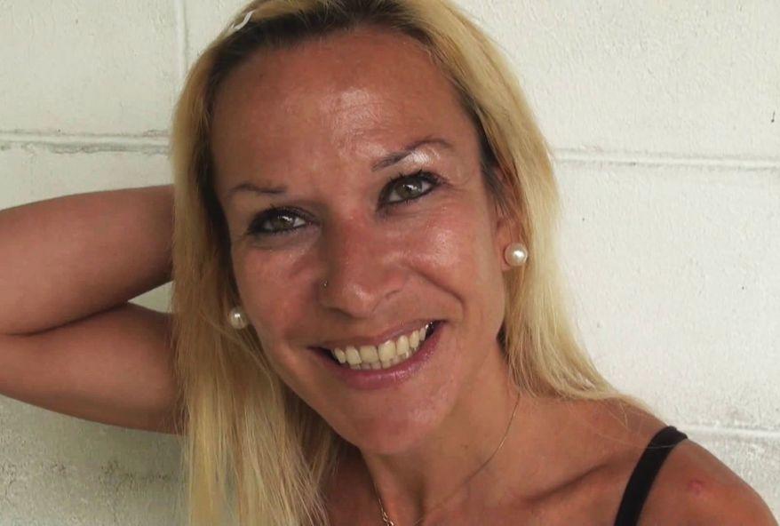 femme blonde aime la double pénétration vaginale