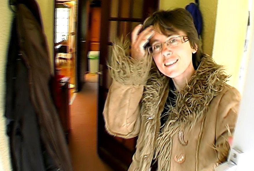 maman salope à la chatte poilue baisée dans sa villa