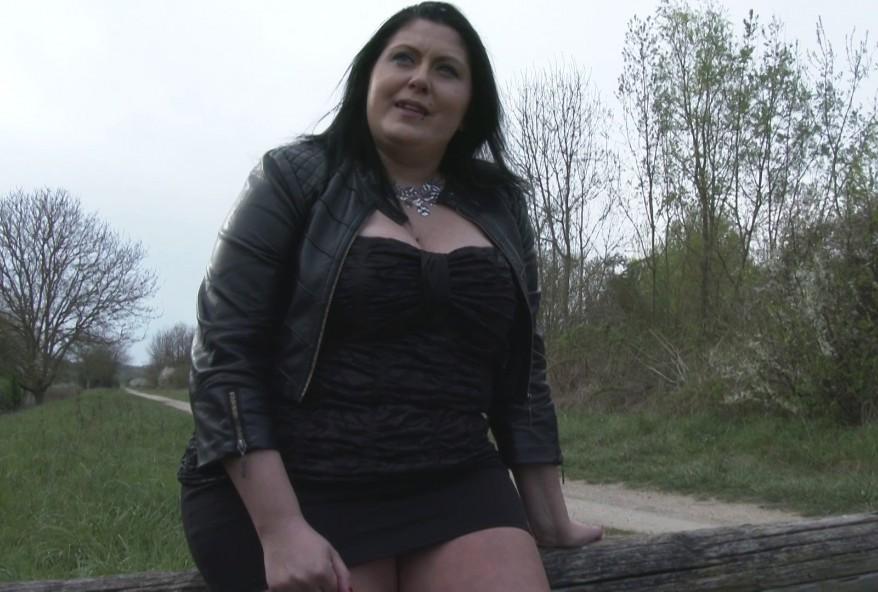 grosse amatrice infidèle baisée à fond chez elle à Saint-Quentin