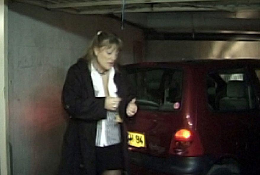 grosse amatrice à sodomiser dans ce parking parisien