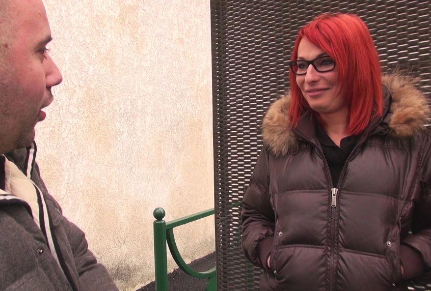 amatrice rousse se fait defoncer le cul lors d'un casting