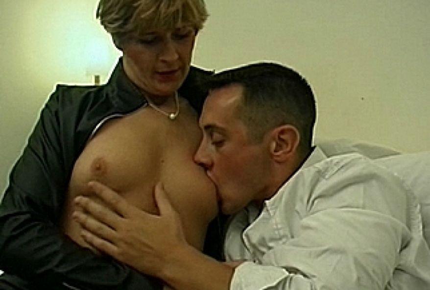 on baise le cul d'une maman infidèle
